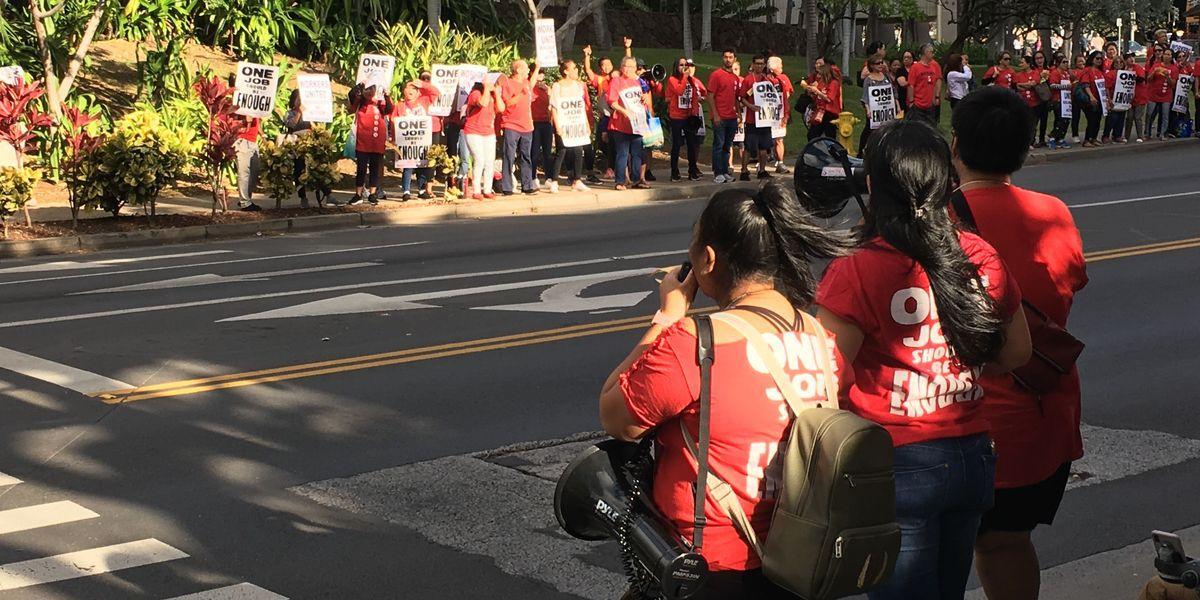 As contract talks drag on, Hilton Hawaiian Village workers to hold Waikiki rally