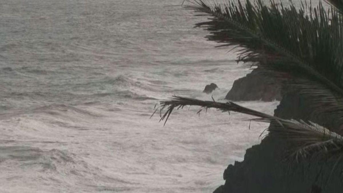 Man dies after apparent drowning at a Hawaii Island black sand beach