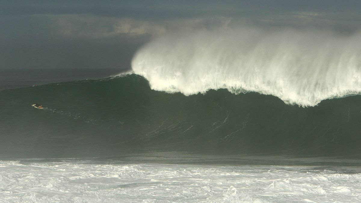 High surf warning issued again for reinforcing northwest swell