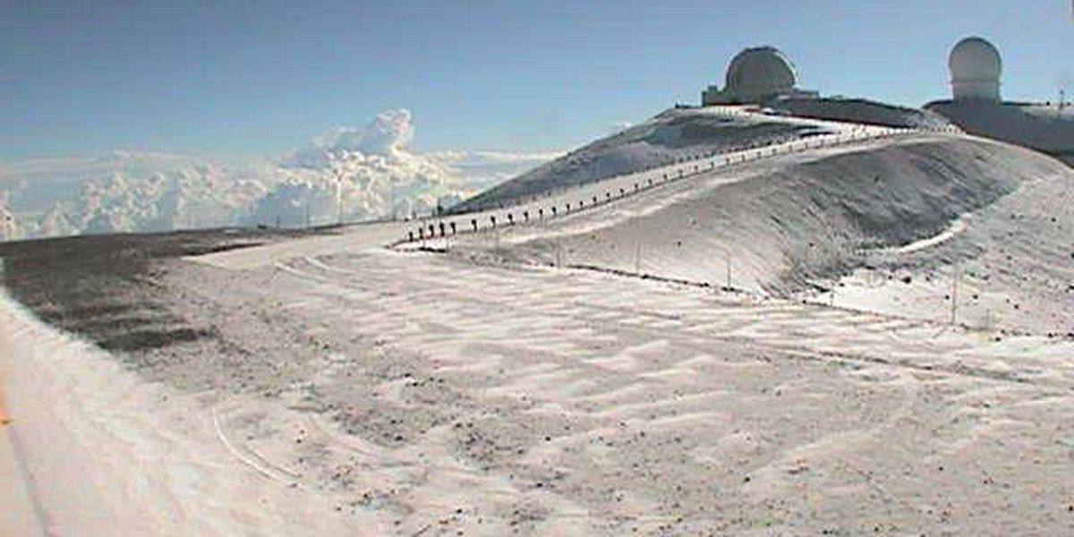 Storm leaves dusting of snow atop Mauna Kea
