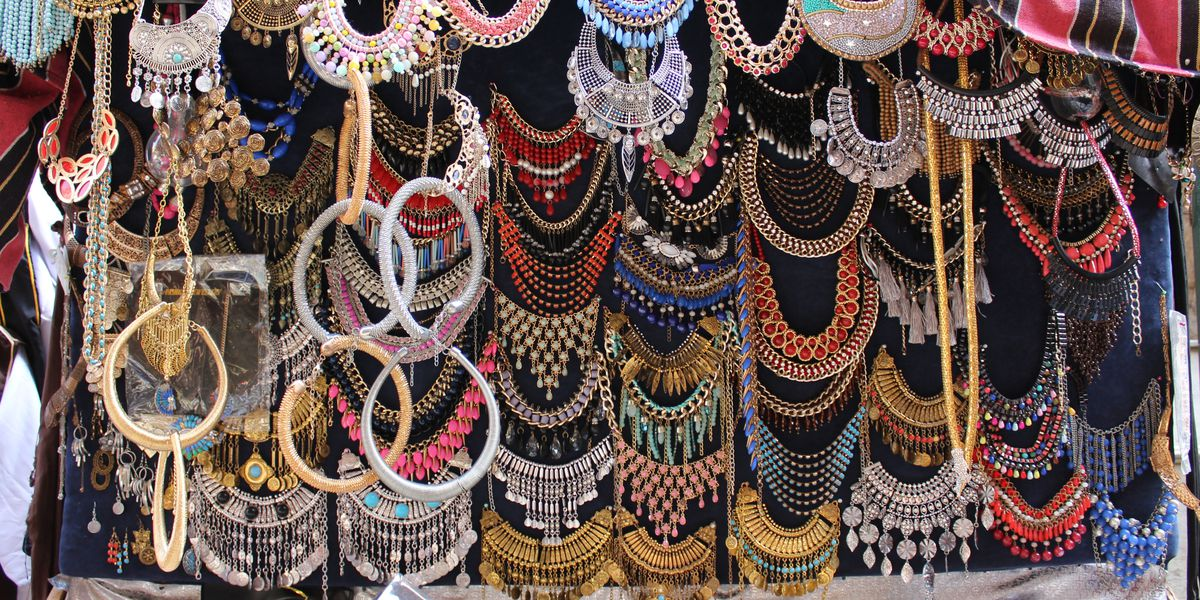 If someone pressures you to buy jewelry off the street, police say don't fall for it