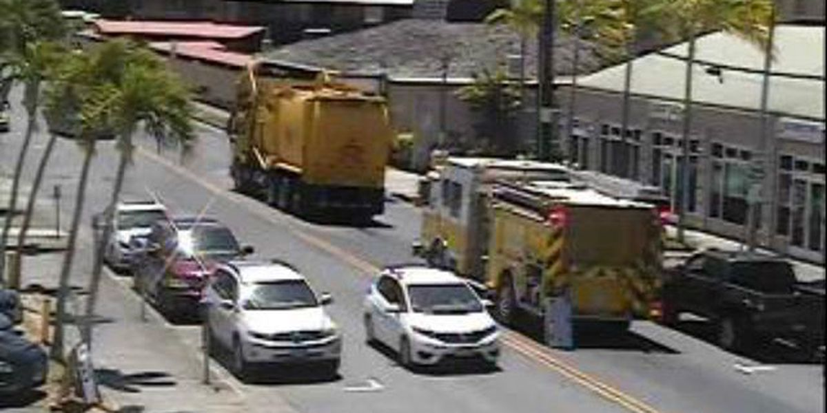 Oil spill from truck snarls traffic in Ala Moana area