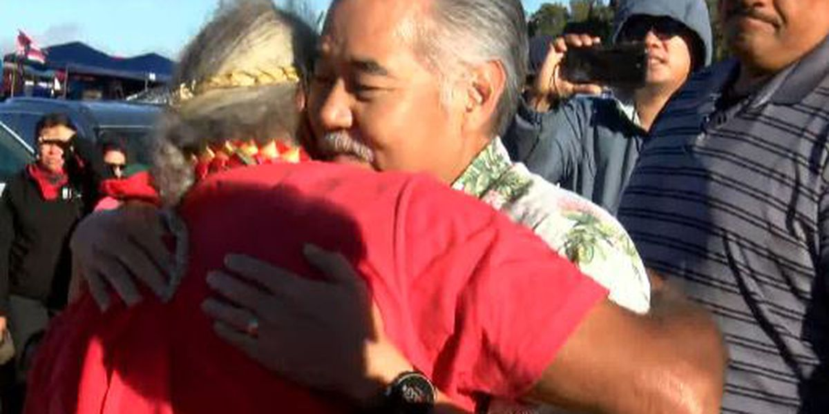 Governor embraced by protesters, kupuna during first visit to TMT protest at Mauna Kea
