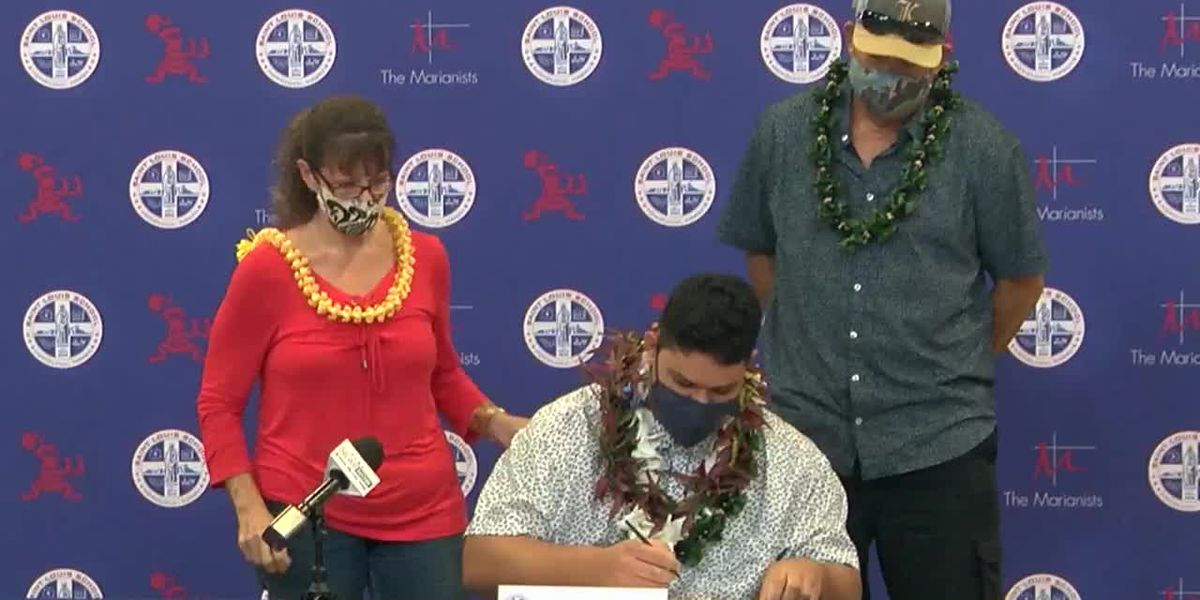 Saint Louis' Kalan Ellis signs his National Letter of Intent to play for Syracuse University