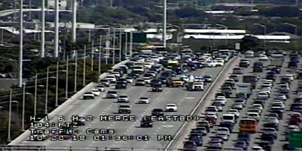 H-1 west reopens after 4-Vehicle crash jams traffic