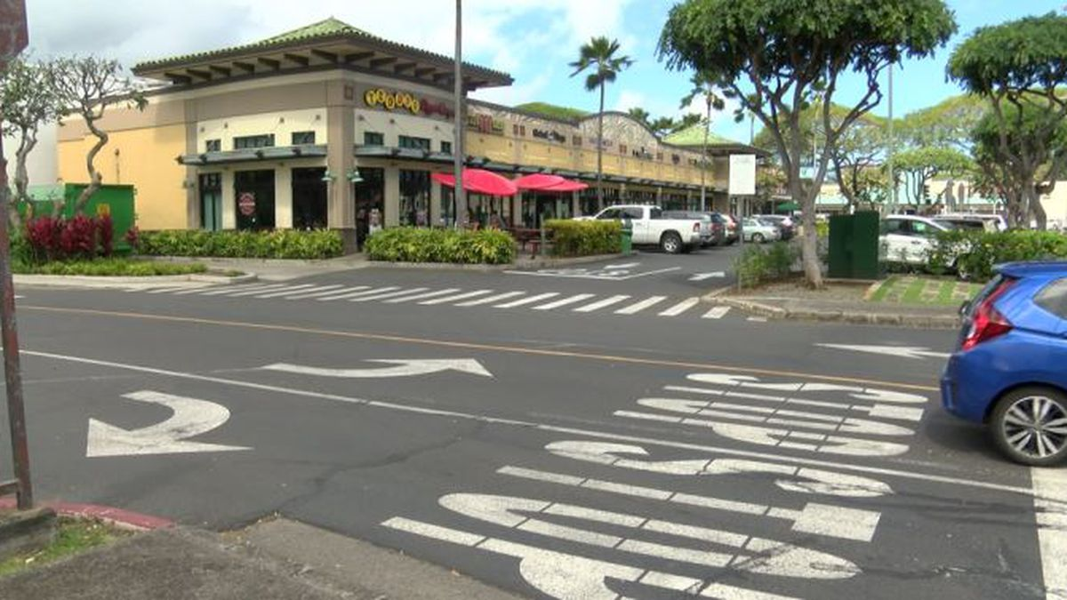 With Pali Highway closed this weekend, Kailua shops stress they're open for business