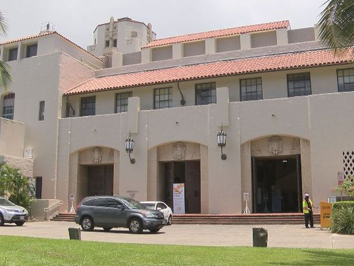 Voters were welcomed to Honolulu Hale, despite COVID-19 cases among city employees