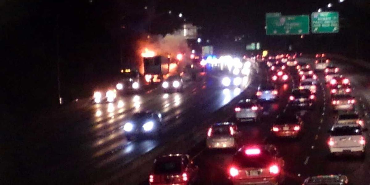 Tractor trailer fire jams H-1 traffic near the Gulick Overpass