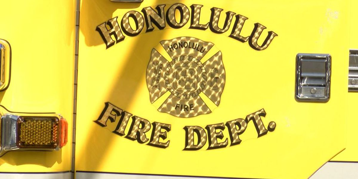 First responders rescue 5 from boat that capsized in Kaneohe Bay