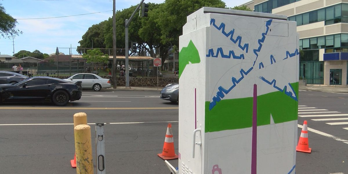 Street art with a purpose: Artists aim to beautify Kaimuki one signal box at a time