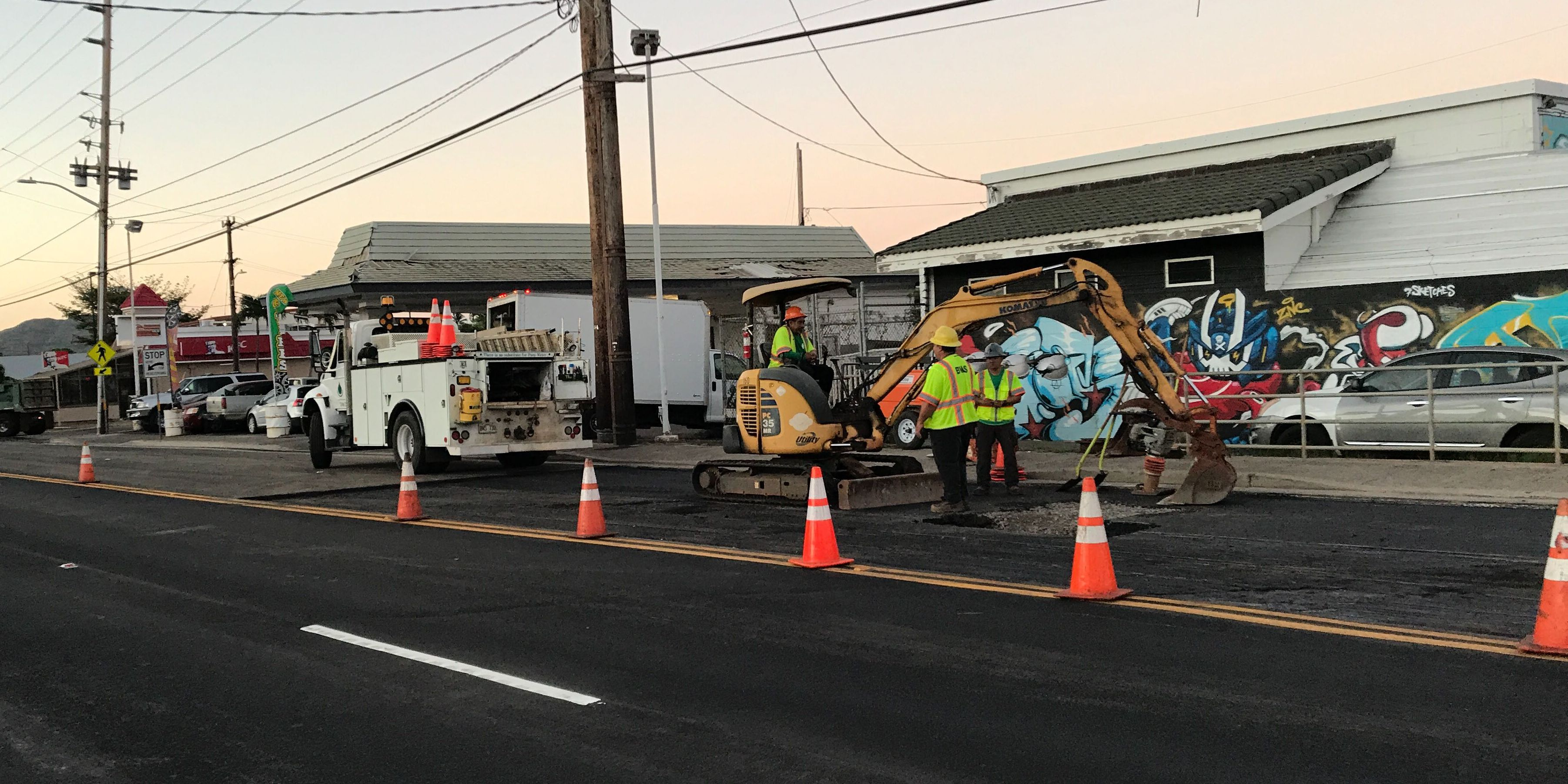 Sinkhole closes multiple town-bound lanes of Farrington Highway in Waianae