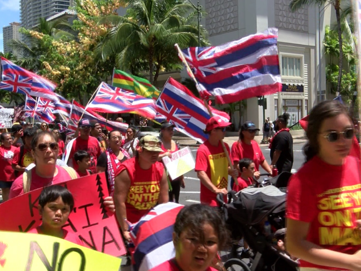 Large anti-TMT march makes its way through Hawaii's heart of tourism: Waikiki