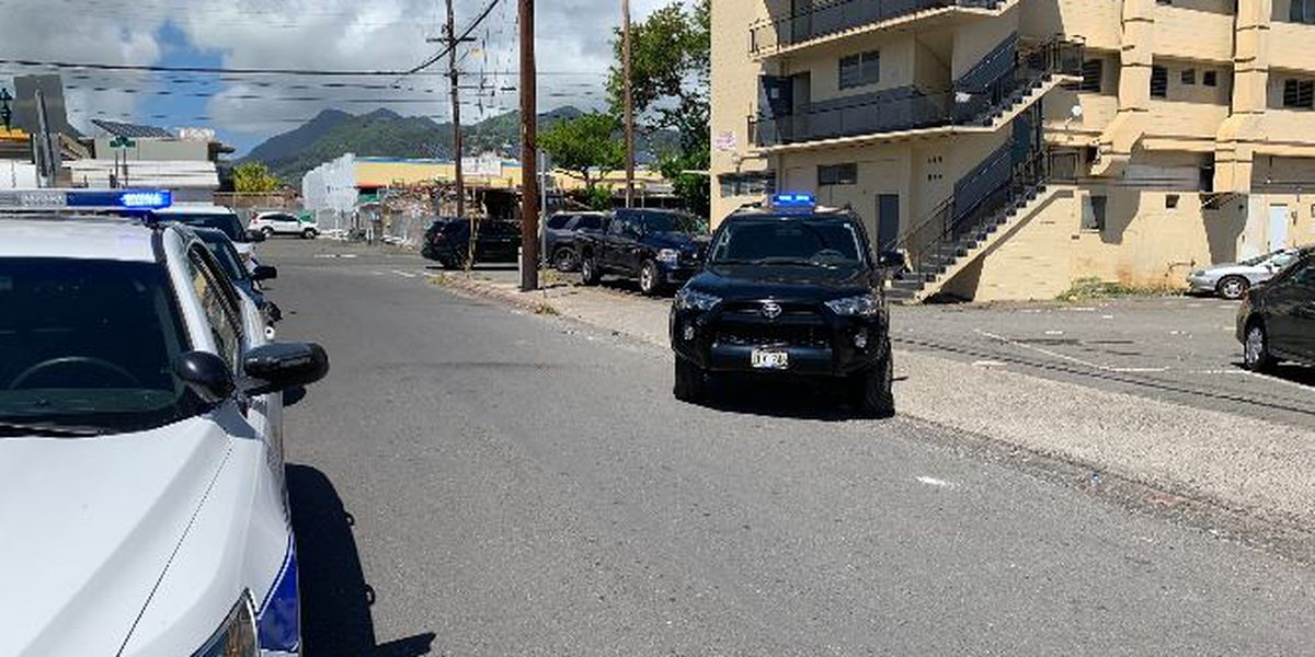 Kalihi man seriously injured after being stabbed in the neck