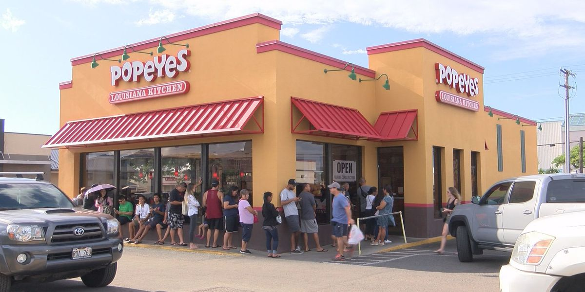 Talk about hype: Long lines wrap around Popeyes for chicken sandwiches