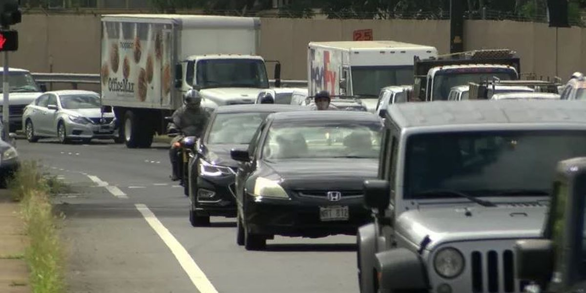 Hawaii drivers among the nation's least distracted (just don't read this behind the wheel)