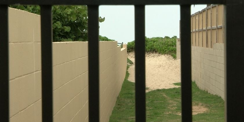Some in Kailua say new locked gates blocking beach access violate spirit of the law