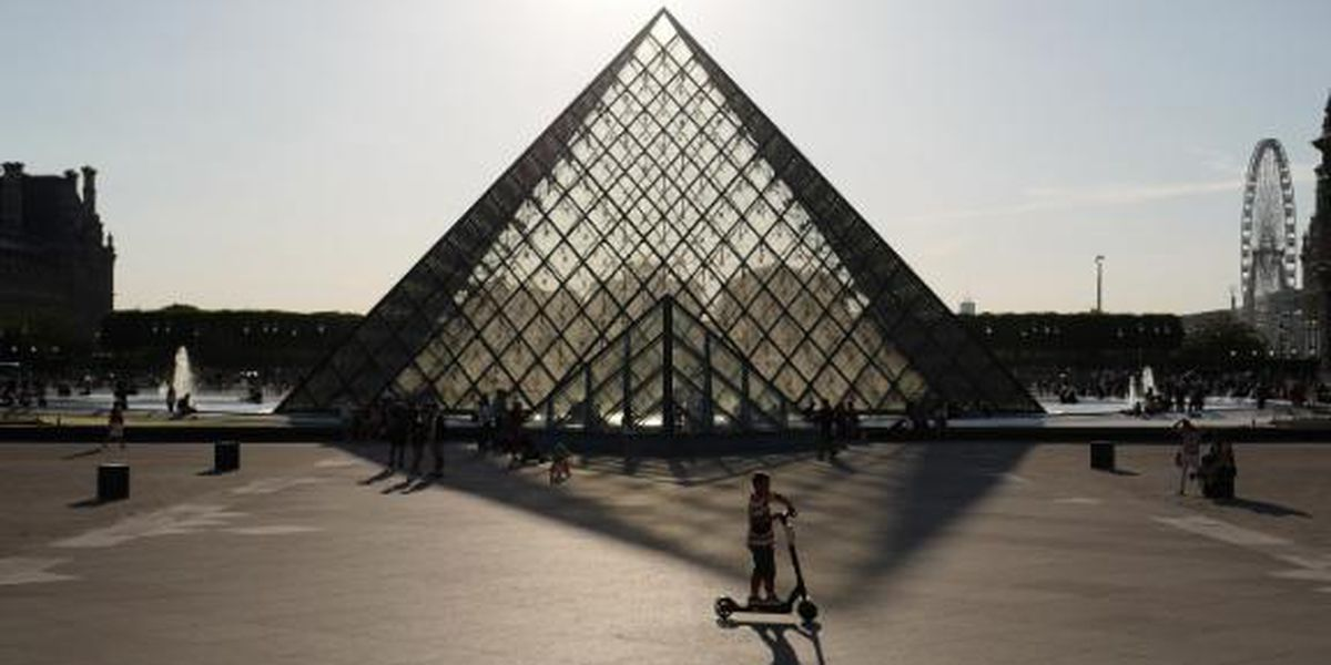 """Mona Lisa"" back at work, visitors limited as Louvre reopens"