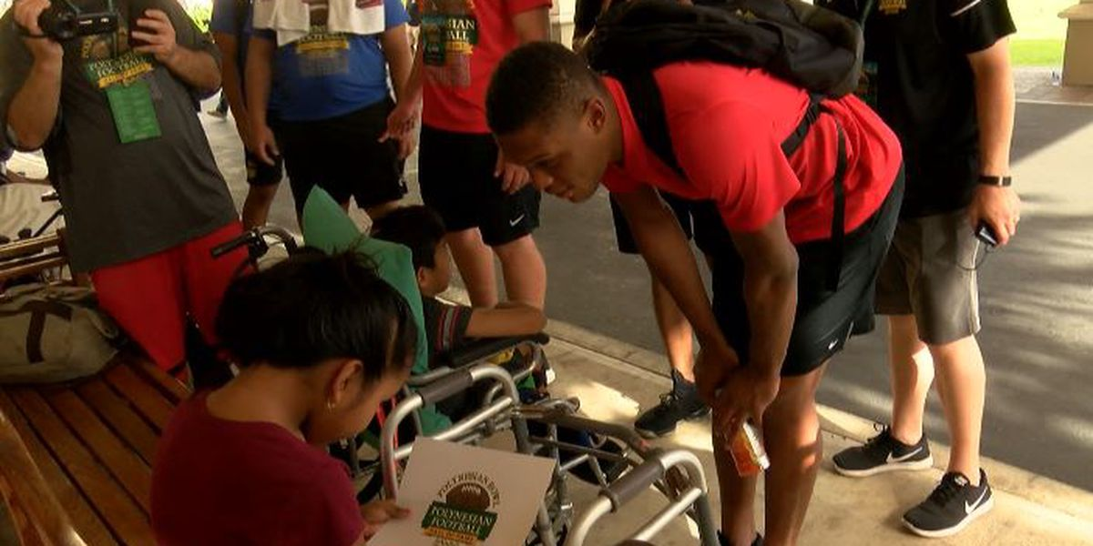 'Its a great feeling': Polynesian Bowl football players spend afternoon giving back
