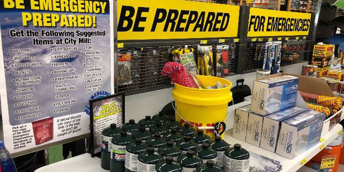 Here's everything you should have in your emergency hurricane supply kit