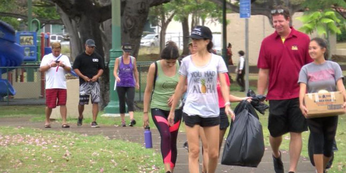 Oahu volunteer group pitches in to clean up Honolulu park