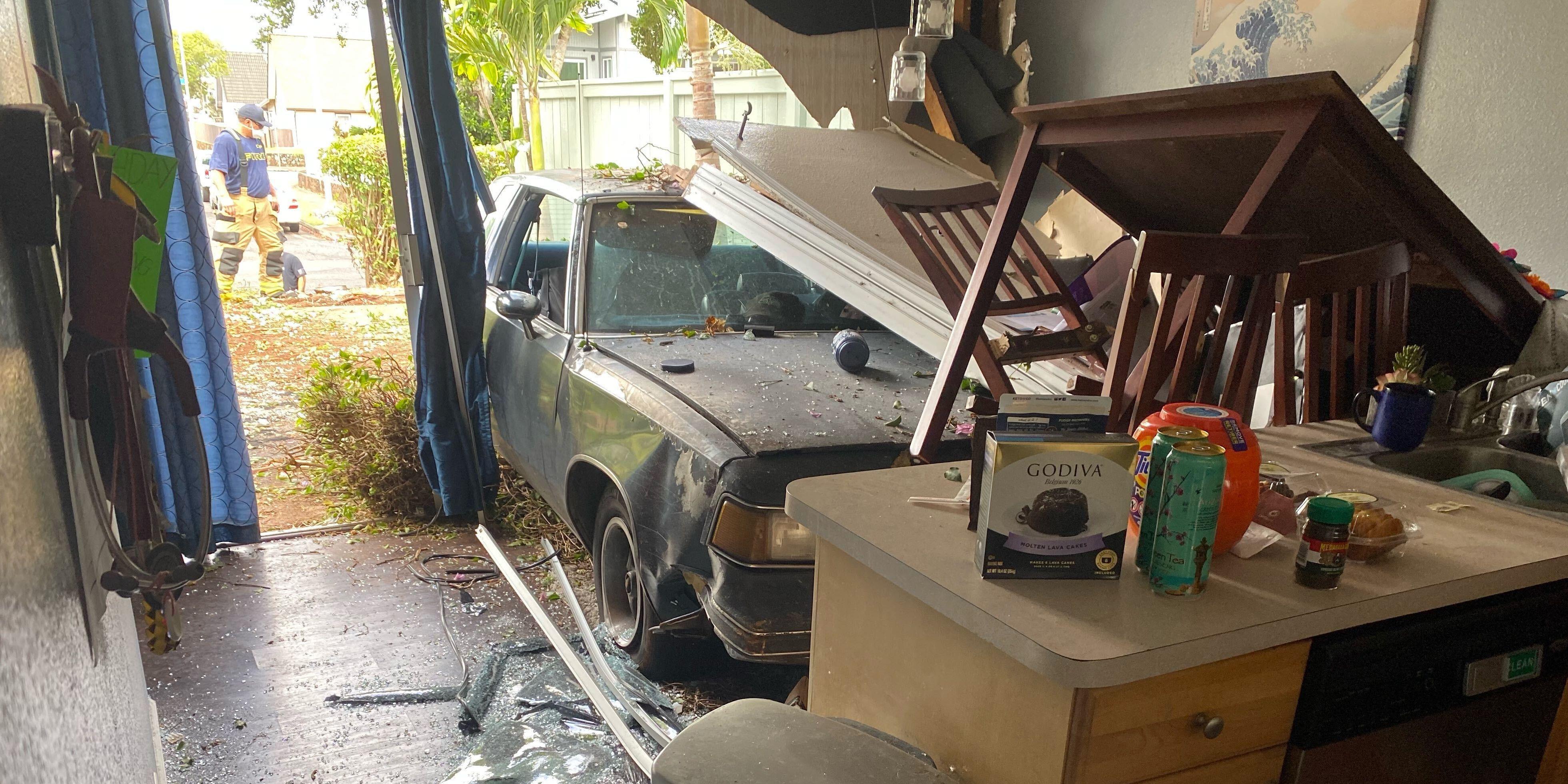 Car loses control, drives into Mililani townhouse