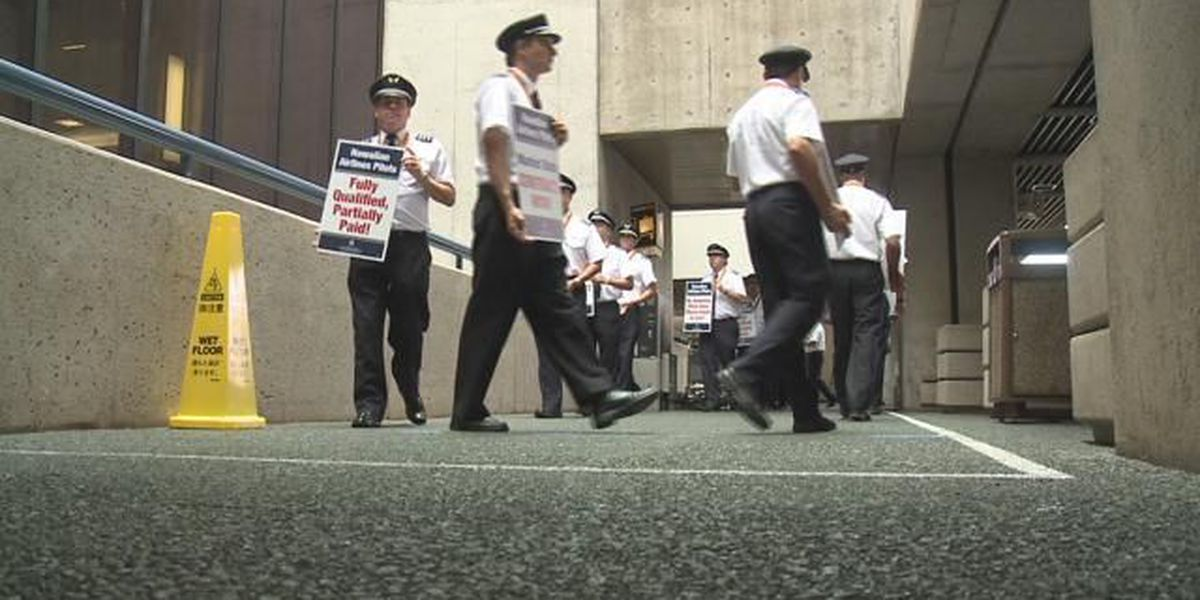 Hawaiian Airlines pilots form picket line to call for new contract