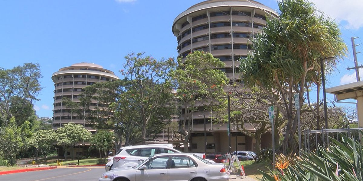 UH-Manoa giving dorm priority to non-Oahu freshmen