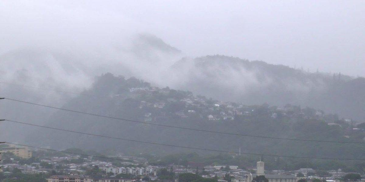 PHOTOS: Heavy rains spur flooding on Oahu