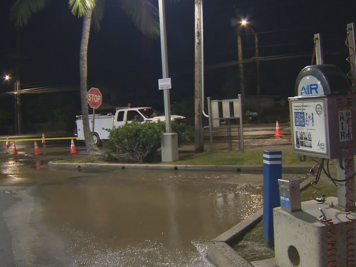Crews repairing 12-inch water main break in Waianae