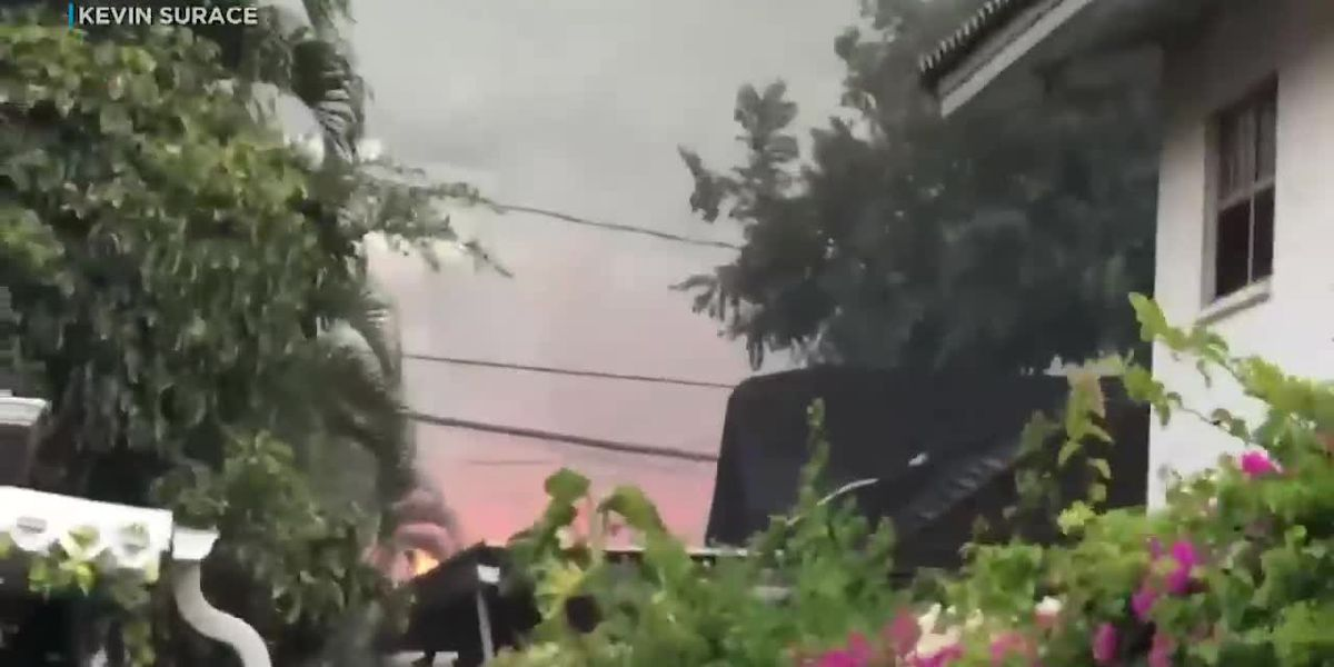 Diamond Head residents spray water on homes as flames from nearby fire rage