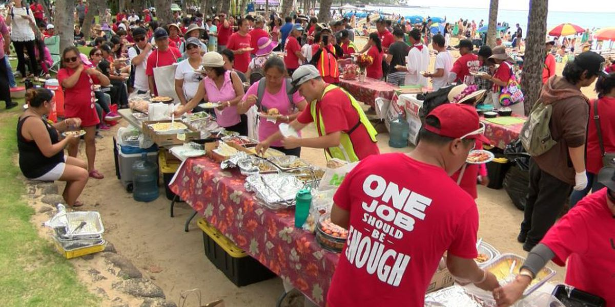 A break from the picket lines: Strikers pause, briefly, for Thanksgiving potluck