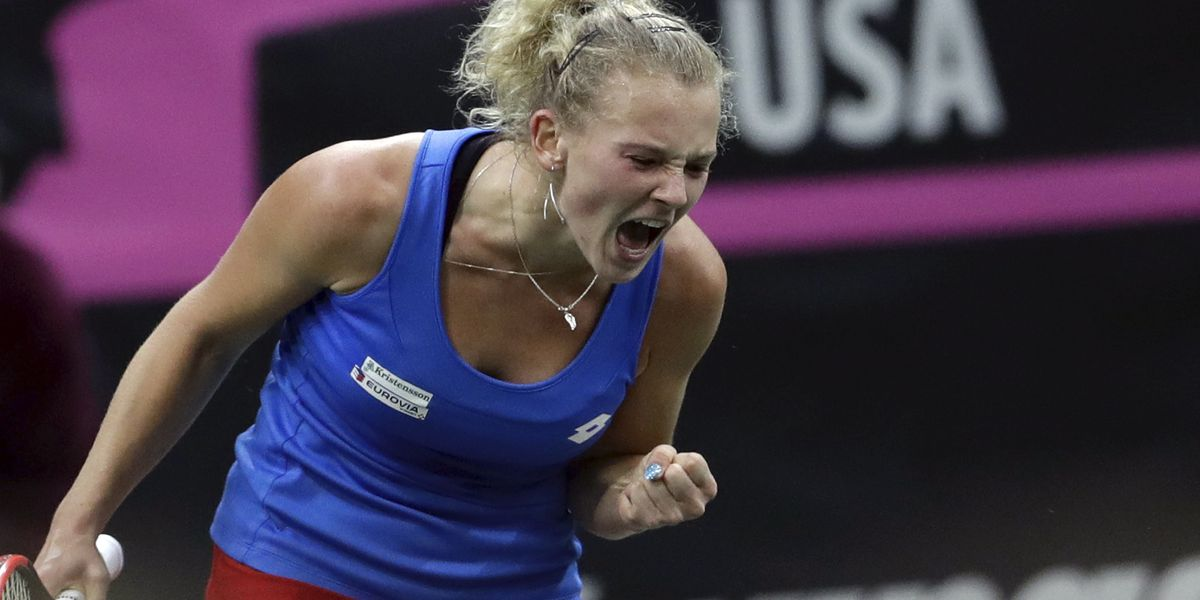 Czechs lead defending champ US 2-0 in Fed Cup final
