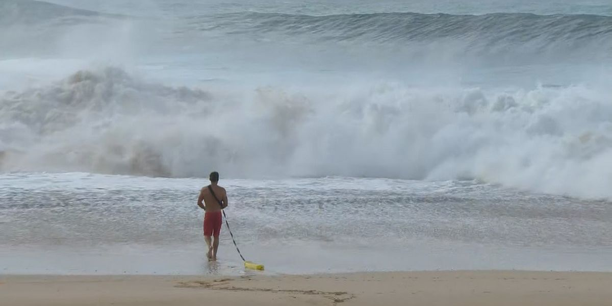 North Shore residents scramble to protect their homes as monster swell rolls in
