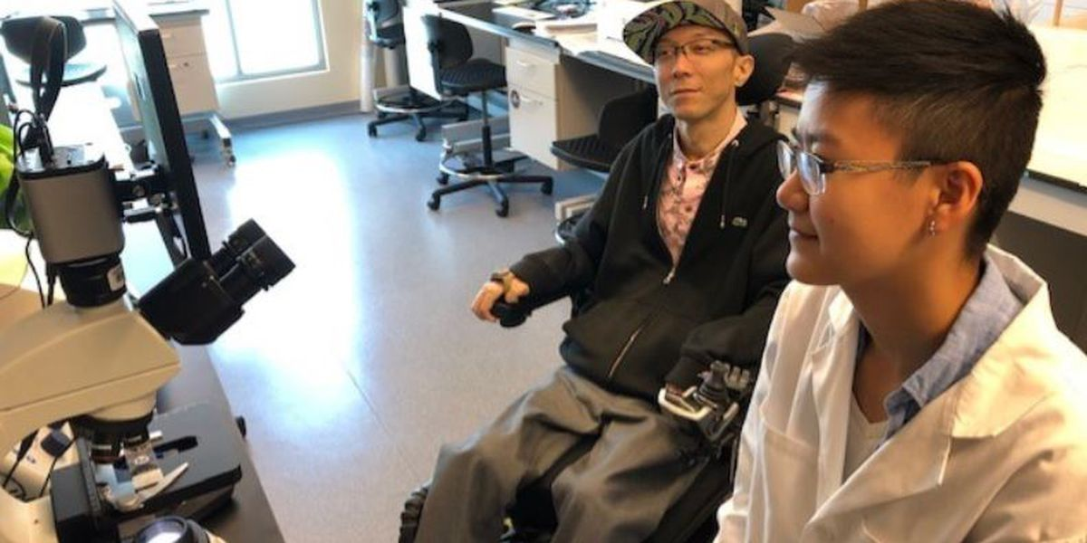 Paralyzed JABSOM researcher conducts experiments thanks to 'helping hands'