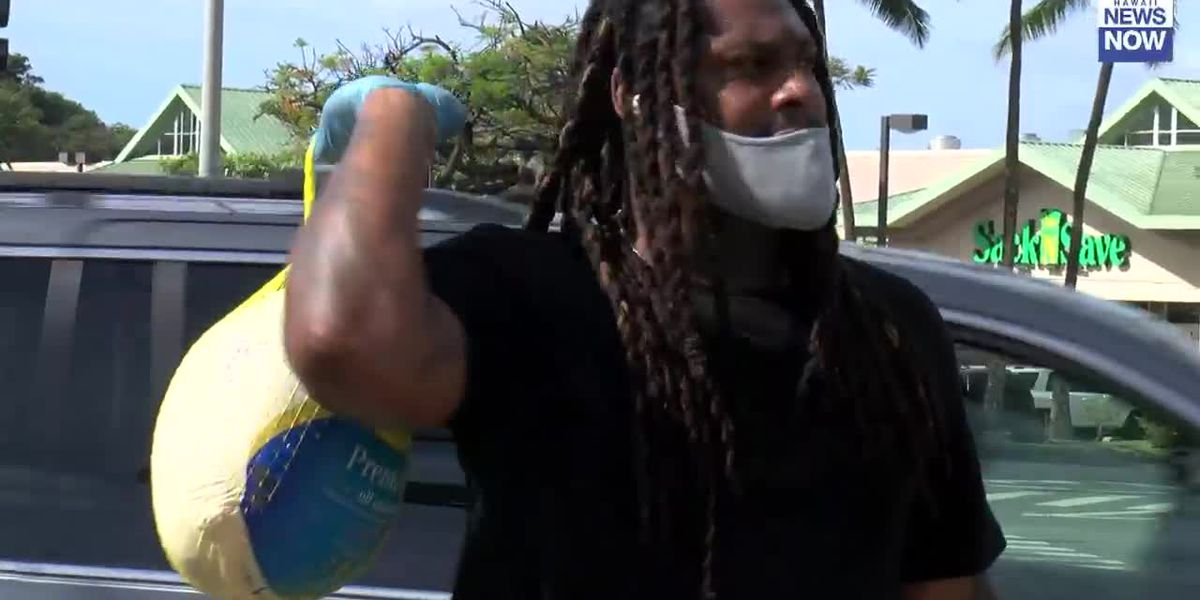 Former NFL running back Marshawn Lynch gave out turkeys near Aloha Stadium to give back
