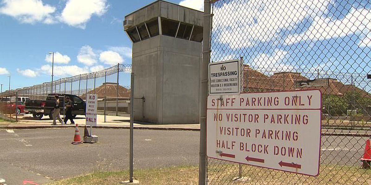 Hawaii governor withholds funds for corrections oversight