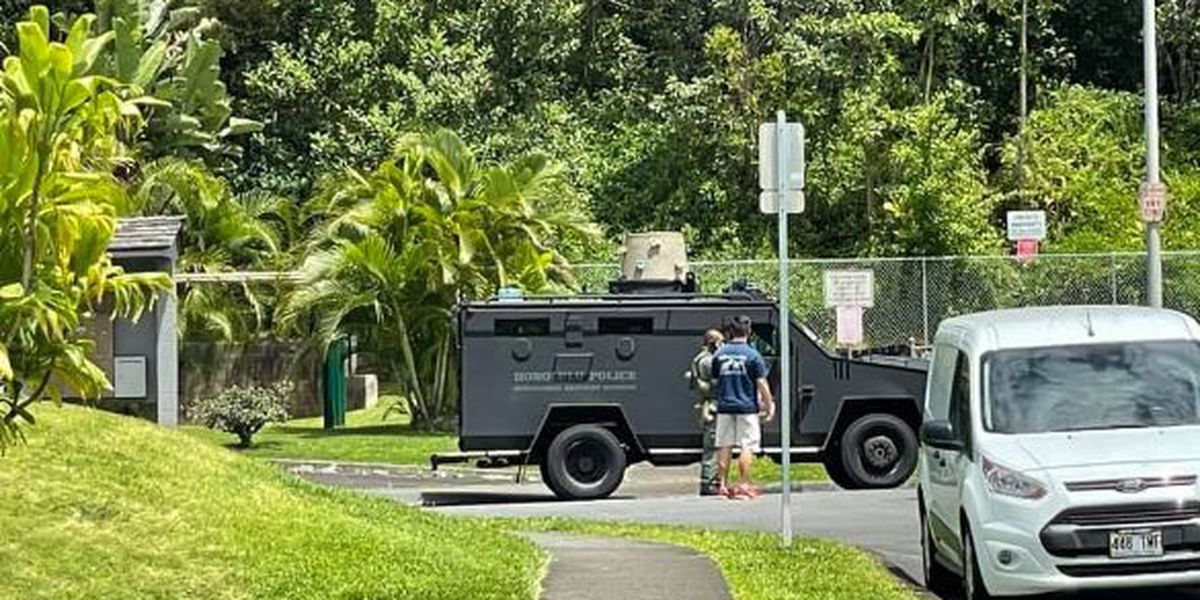 Police converge on Kaneohe amid search for terroristic threatening suspect