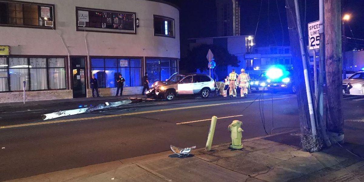 Makai lanes of Kapahulu Ave. closed after crash