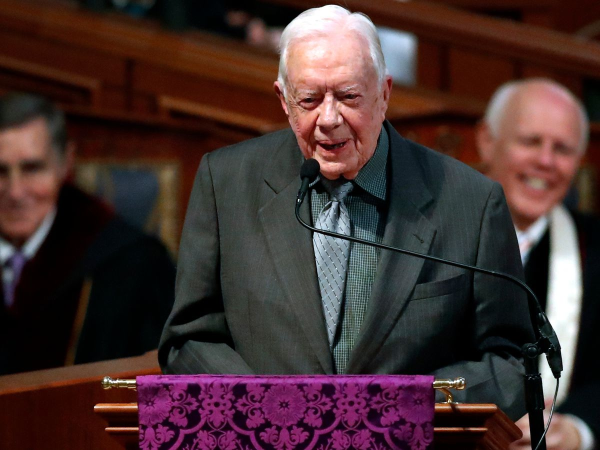 Former US President Jimmy Carter has surgery for broken hip