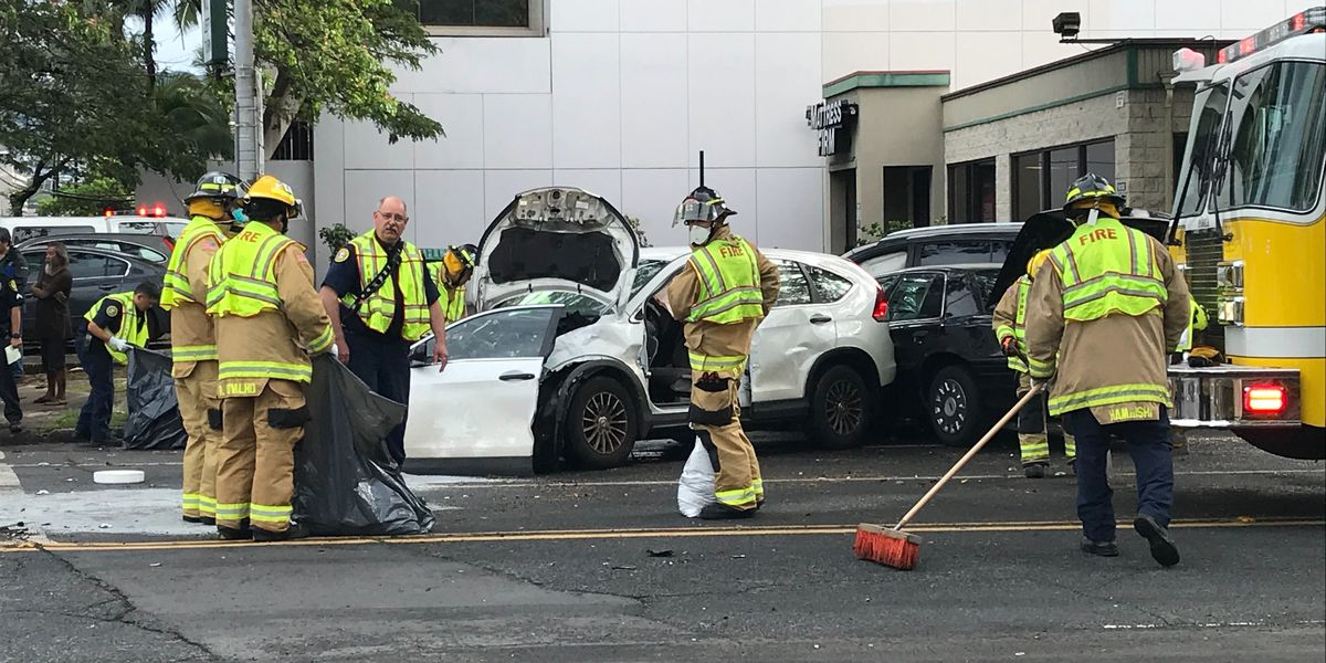 Multiple-vehicle crash blocking several lanes in Ala Moana area