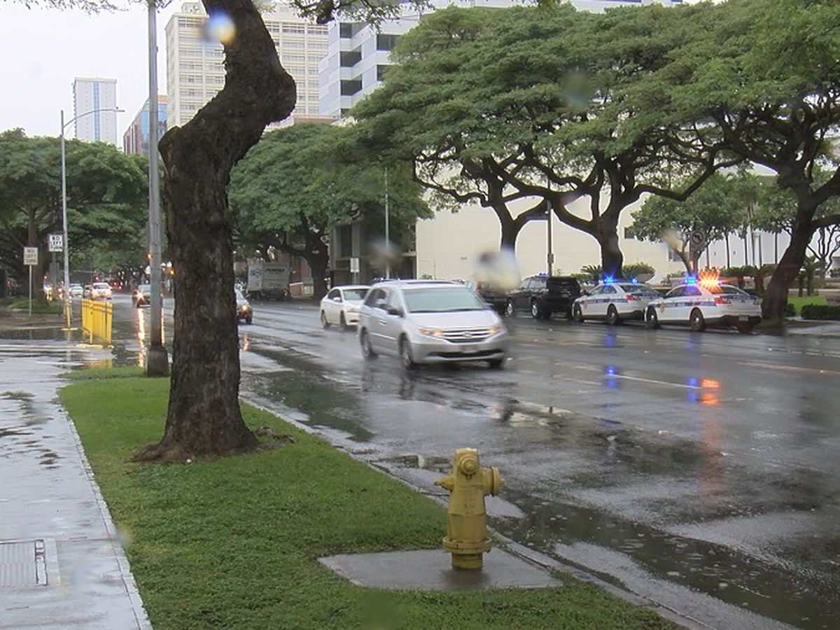 Alcohol believed to be a factor in 2 separate Ala Moana crashes