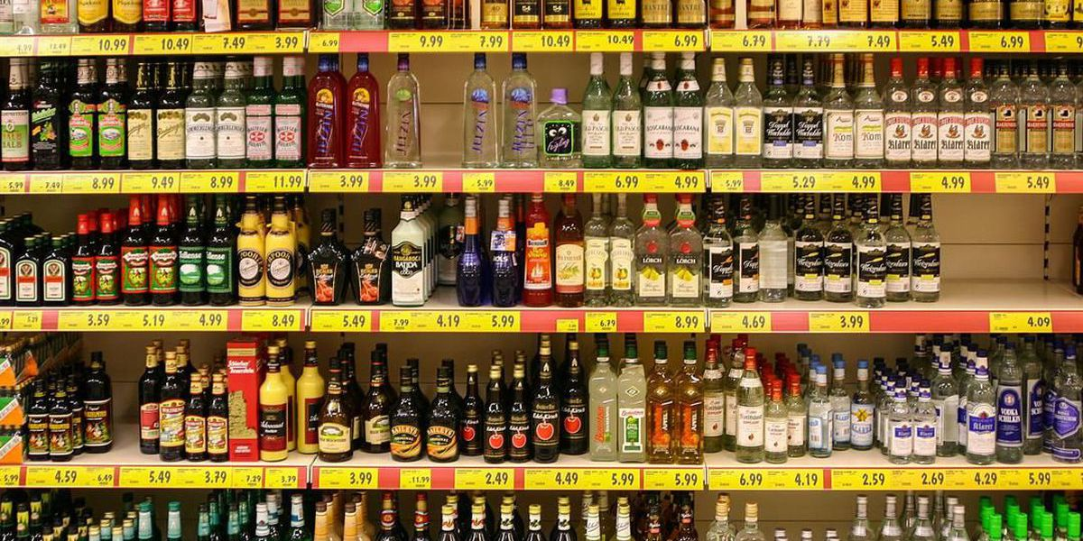 With Hawaii residents forced to stay at home, booze sales boom