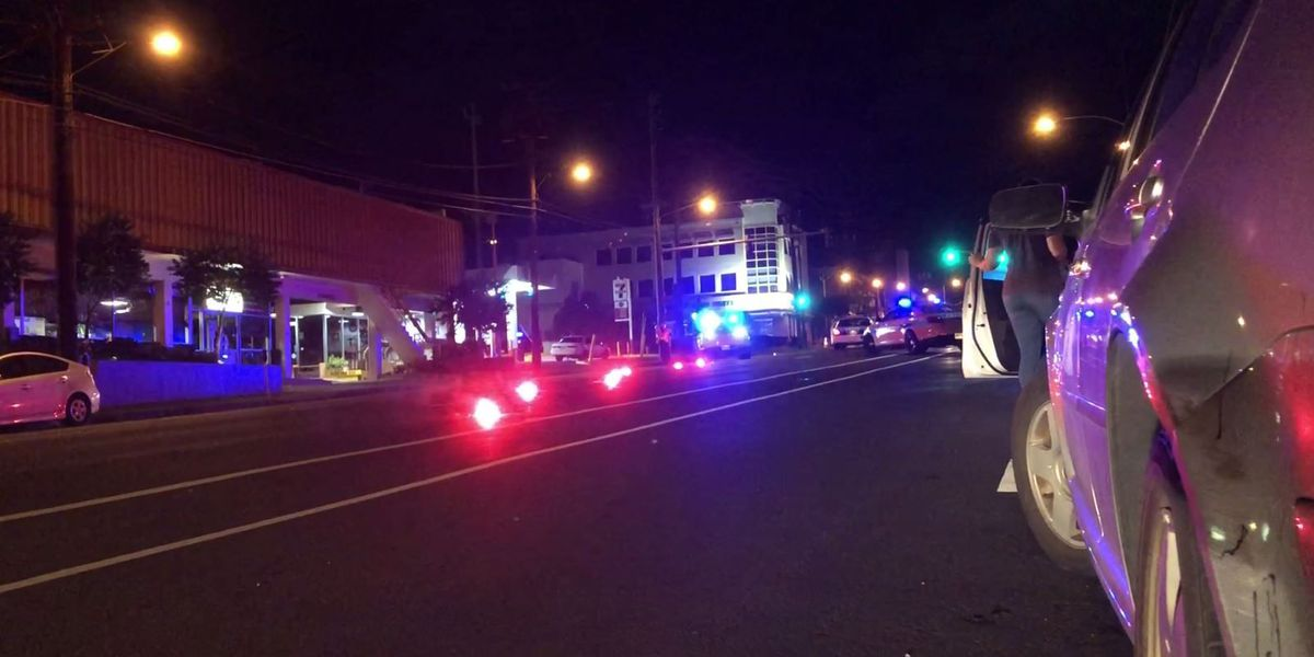 Moped rider, 23, dies in crash on Waialae Ave.