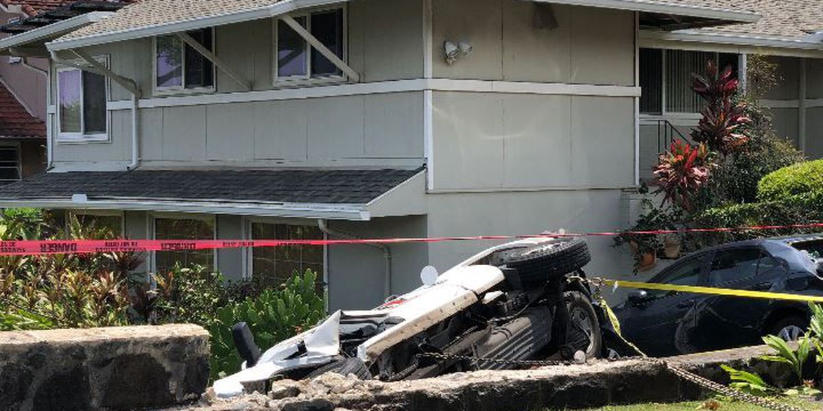 Man seriously injured after car plows through rock barrier in Nuuanu