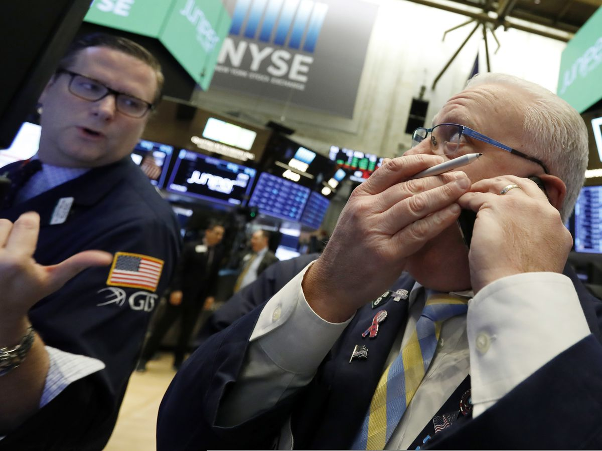 Tech companies, banks lead US stocks higher; Oil price falls
