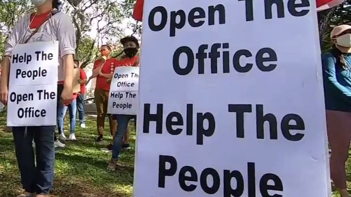 Unemployed workers, advocacy groups rally over unemployment system woes