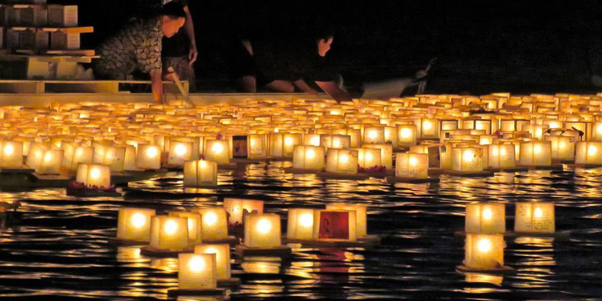 Thousands pack Ala Moana Beach Park for 2015 lantern floating ceremony