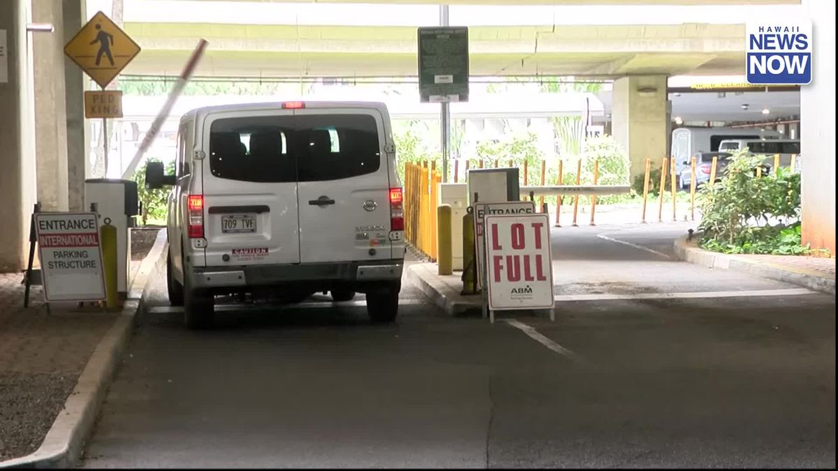 Full parking lots, long lines at Honolulu's airport trigger big travel headaches