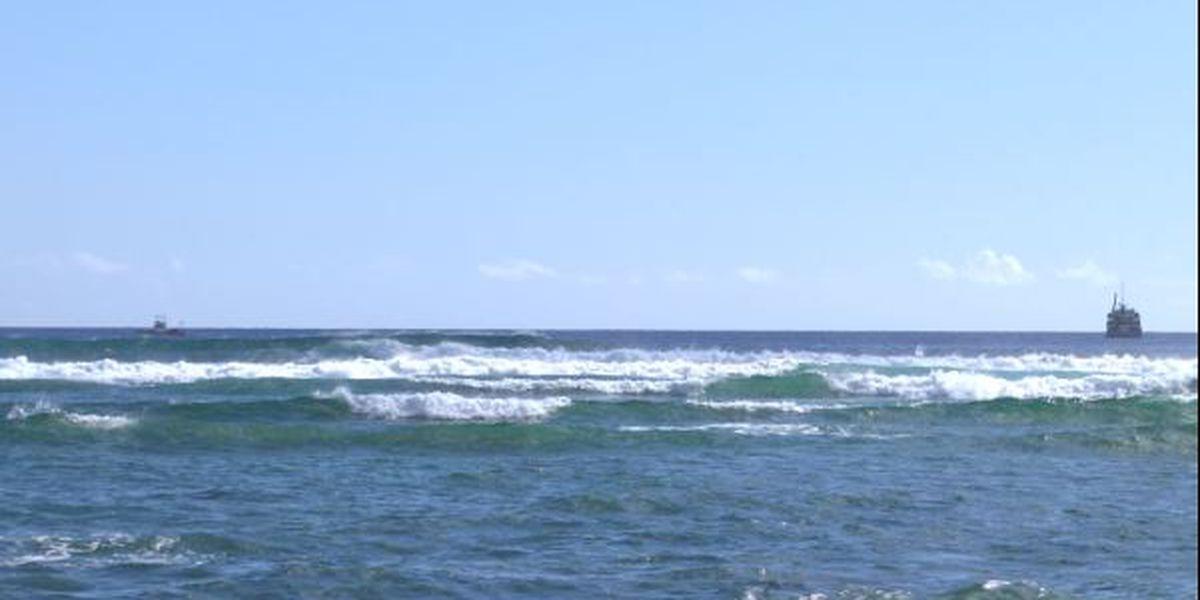 Abandoned vessel sinks off Ala Wai Harbor
