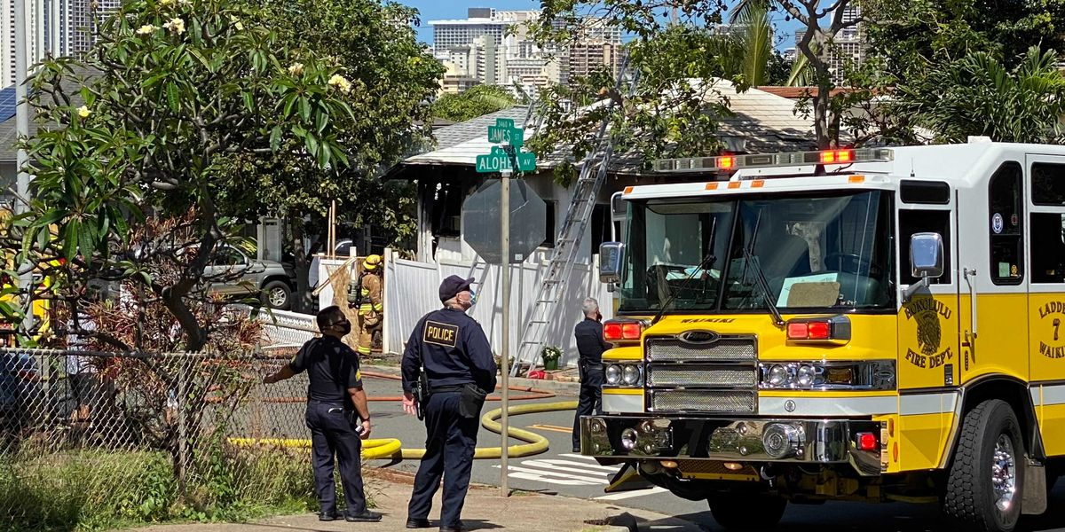 Fire investigators trying to determine cause of 2-alarm blaze in Kapahulu